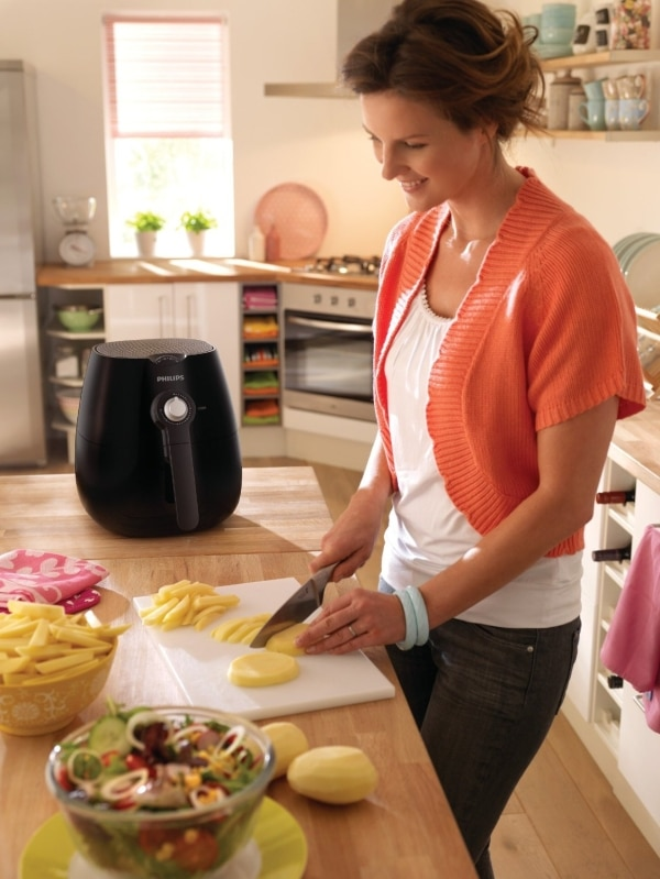 philips hd9220/20 healthier oil free airfryer is the perfect kitchen companion