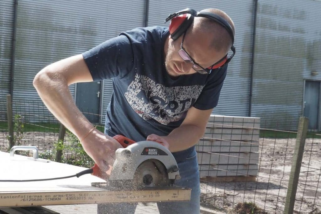 Best Hand Saw For Laminate Flooring